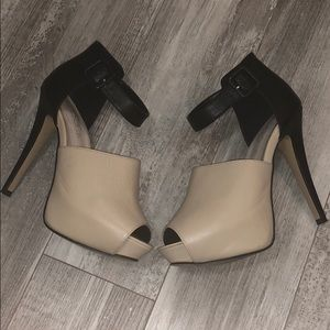 6inch Black and Nude Pumps